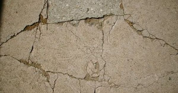 How To Repair A Concrete Driveway With Large Potholes Ehow Repair Concrete Driveway Concrete Driveways Concrete Posts