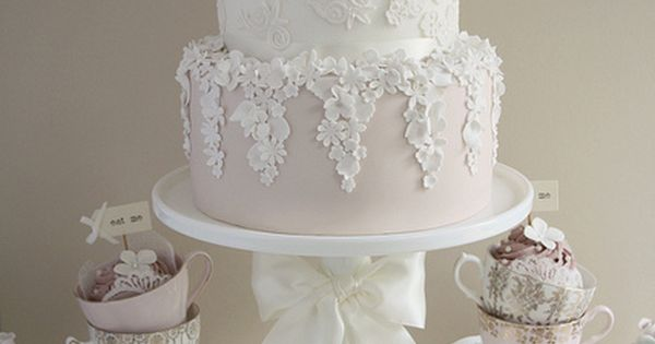 Dress inspired wedding cake. Presentation is perfect. Bring the theme of your