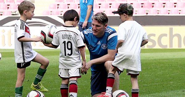 Pin Von Fabienne Auf Schweinsteiger Mit Bildern Deutsche Fussball Bund Fussball Bundesliga