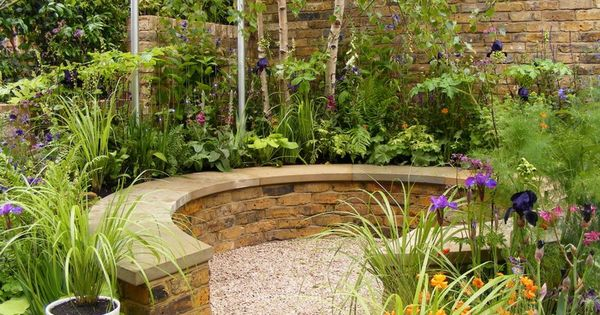 some tips to treat small garden ideas