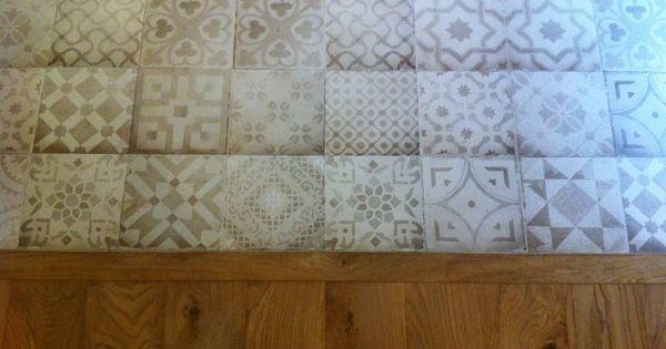 mariage carrelage imitation carreau ciment en gr s ceram icon et parquet massif huil. Black Bedroom Furniture Sets. Home Design Ideas