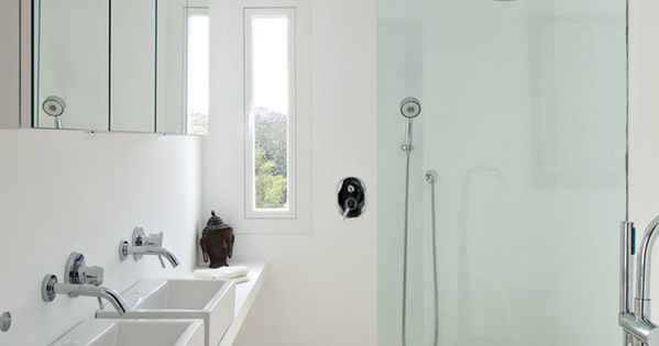 magnifique villa de luxe sur la c te espagnole douche. Black Bedroom Furniture Sets. Home Design Ideas