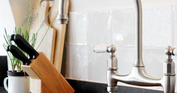 Witte Keuken Kastjes : Landelijke, witte keuken met kaderdeuren en o.a ...