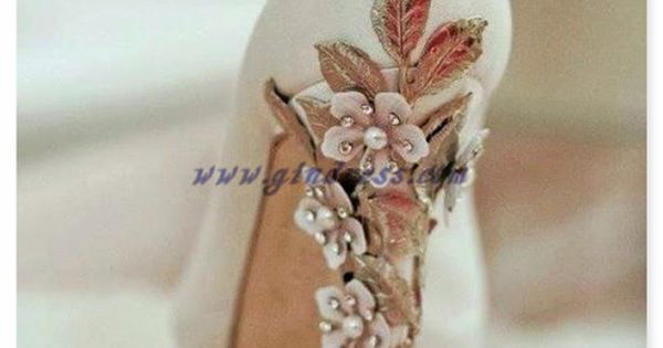 vintage wedding shoes...maybe I could make something like this? | See more about Vintage Wedding Shoes, Vintage Weddings and Wedding Shoes.