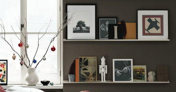 Bilderleiste dekorieren mit zeichnungen spielzeuge vase an dem fenster kleines bett mit decke - Bilderleiste dekorieren ...