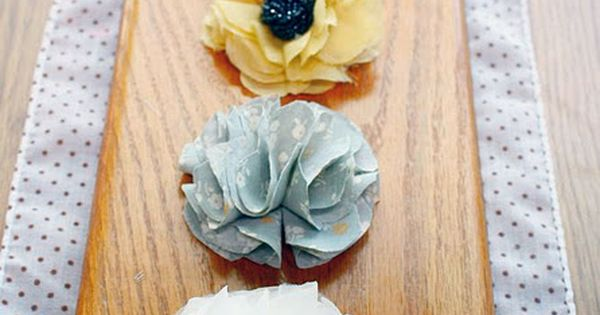 DIY no sew flowers for clips/headbands - Need to start making my