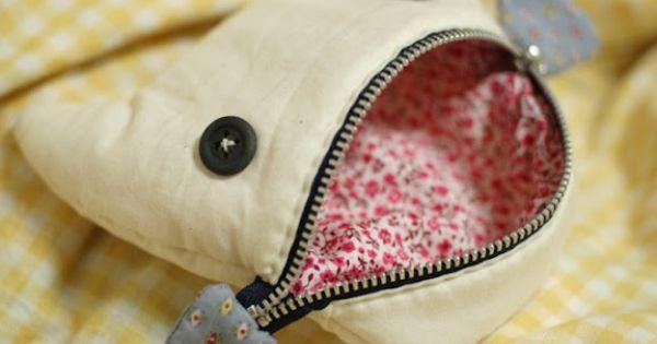 fish pouch taschen pinterest chats adorables dent qui bouge et pikachu. Black Bedroom Furniture Sets. Home Design Ideas