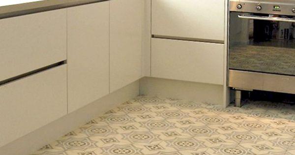 Strak ontmoet retro moderne keuken gecombineerd met oude tegels vloeren en floors pinterest - Deco oude keuken ...
