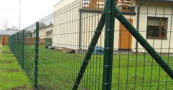 Euro Fence Is A Kind Of High Welded Mesh Of Pvc Coated Galvanized Wire With Sharp Spines On The Top The Design Dog Fence Cheap Diy Dog Fence Backyard Fences