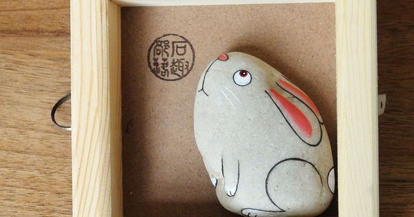 Galet peint tableau un lapin piedras pinterest for Galets plats decoratifs