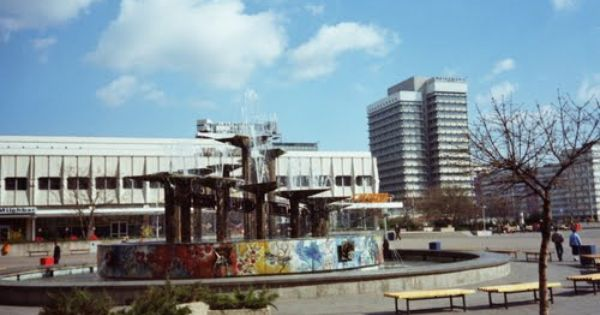 Berlin Brunnen Der Volkerfreundschaft Am Alex Feb 89 Berlin Heute