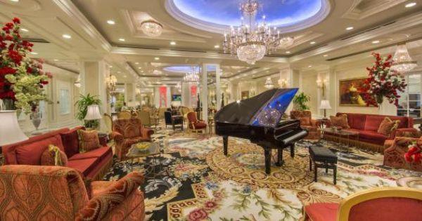 The piano bar at the grand salon the palace at coral for Abaka salon coral gables