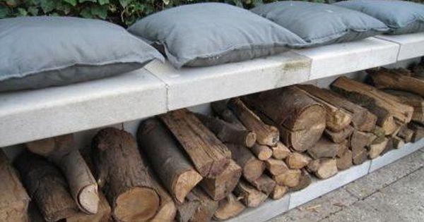 als sitzgelegenheit vor gras wand dahinter l steine und. Black Bedroom Furniture Sets. Home Design Ideas