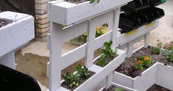 hochbeete blumen selber bauen paletten garten sichtschutz hochbeet pinterest gardens. Black Bedroom Furniture Sets. Home Design Ideas