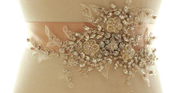Hochzeitssuite Crystal Pearl Schärpe von abigailgracebridal auf Etsy, $195.00
