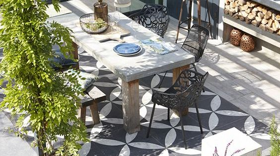Binnen buitentuin met vtwonen buitentegels buitenkeuken ontwerp jacqueline volker www - Buitentuin ontwerp ...