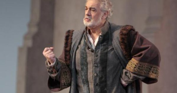 Opera singer placido domingo the great spanish tenor for Casa discografica musica classica