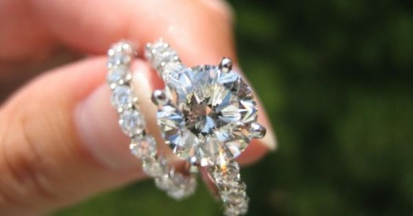 Beautiful engagement ring and wedding band! ... With a trillion diamond though!