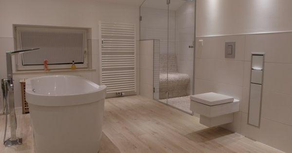 cooles badezimmer mit schönen fliesen , die holz imitieren, Hause ideen