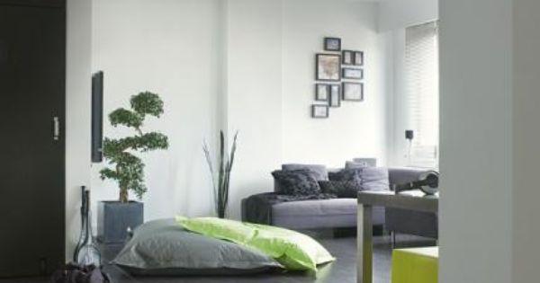 Interieur met donkere vloer en heldere kleuren quick step for Interieur vloeren