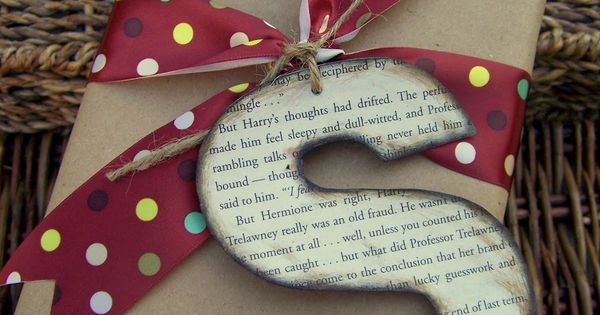 8 Christmas Gift Wrapping Ideas. I especially like this one with the