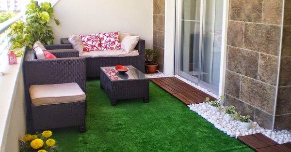 Jardines peque os con pasto sintetico buscar con google for Toldos para patios pequenos