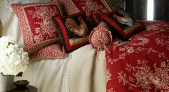 French Country Love The Pillows And Layered Quilt Kerrie