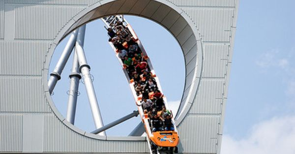 The Thunder Dolphin rollercoast outside of the Tokyo Dome... I wanna go