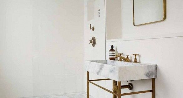 This stunning london home is the epitome of chic london for Townhouse bathroom ideas
