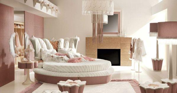 jugendzimmer m dchen rundes bett teppich kamin. Black Bedroom Furniture Sets. Home Design Ideas