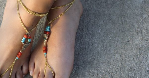 Do you want to make boho-inspired barefoot sandals for summer? This project takes under an hour to complete, and you can get all the materials at your local cra