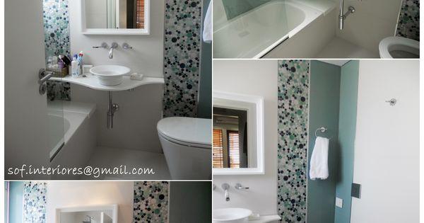Baño combinado en porcelanato blanco y verde agua ...