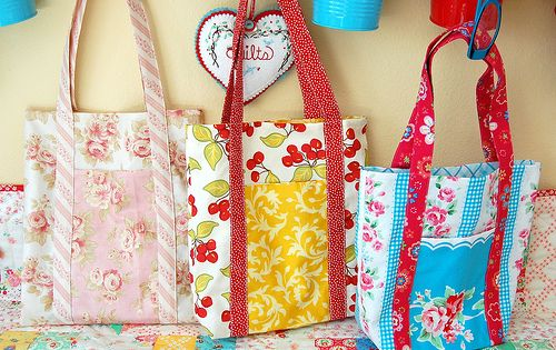 Poochie Bags tutorial using fat quarters by Happy Zombie, via Flickr