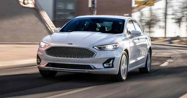 فورد فيوجن 2020 الجديدة تصنف في فئة سيارات السيدان متوسطة الحجم توفر أداء قويا ولديها تصميم داخلي واسع لكن أغلب المنا In 2020 Car Ratings Ford Fusion Chevy Sports Cars