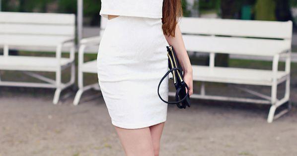 Elegancka Biala Sukienka Krysztalowe Kolczyki I Czarna Kopertowka Ari Maj Personal Blog By Ariadna Majewska Fashion Hot Fashion Classy Women