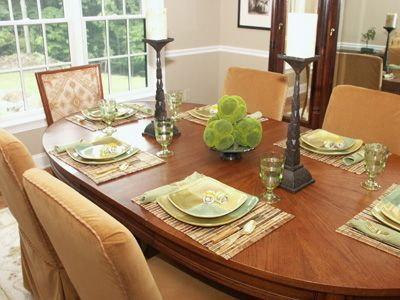 Dining Table Accessories Home Staging, How To Set A Dining Room Table For Staging