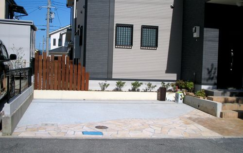 自宅での洗車を重視した駐車場 兵庫県川西市 洋風個人庭園 デザイン