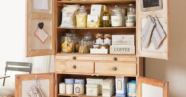 Utilizar un armario de poco fondo como despensa libera mucho espacio en la cocina puedes - Armario poco fondo para pasillo ...