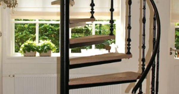 Wenteltrap houten treden zwart staal huis pinterest for Goedkope spiltrap