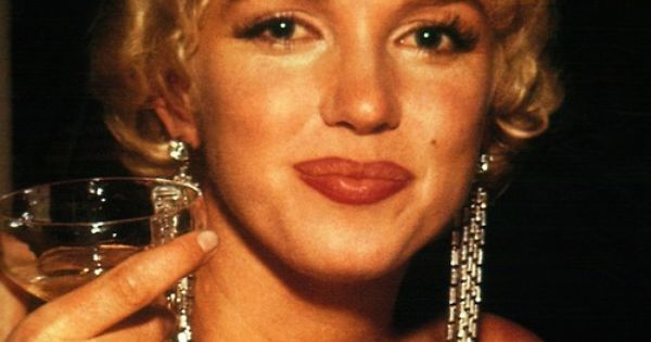 """Marilyn Monroe at the premiere of """"The Rose Tattoo"""""""