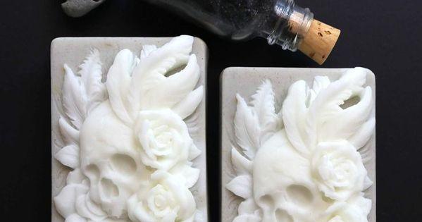 Sailors Grave Viking Skull Soap Mit Seetang Und Grunem Ton Von Sailor Mouth Soaps Belyj Seife