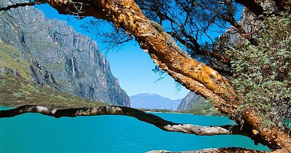 ✮ Laguna de Llanganuco - Huaraz - Peru.Dream destinations, Surreal Places To