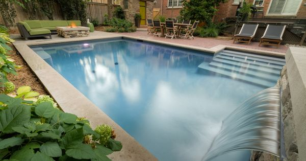 Have your own mini waterfall in your pool for a touch of for Piscinas naturales hornillo