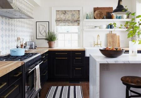 Love everything about this kitchen! Ikea Ramsjo black-brown cabinets - although look