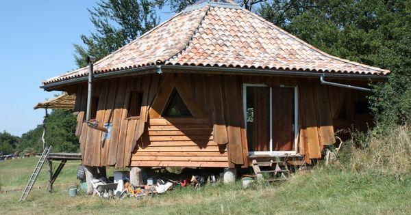 Maison ronde en bois atypique dans le tarn architecture for Maison bois ronde tournante