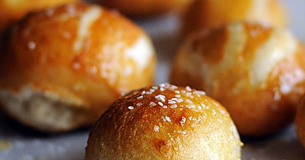 soft pretzel bites... YUM! Recipe: Homemade Pretzel Bites for the Bread Machine