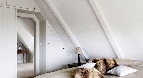 Schuine wanden op zolder interieur blog pinterest zolder slaapkamer en slaapkamer romantisch - Slaapkamer lay outs ...