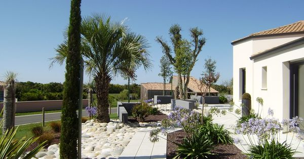 Jardin contemporain jardin m diterran en une cr ation for Jardins tropicaux contemporains