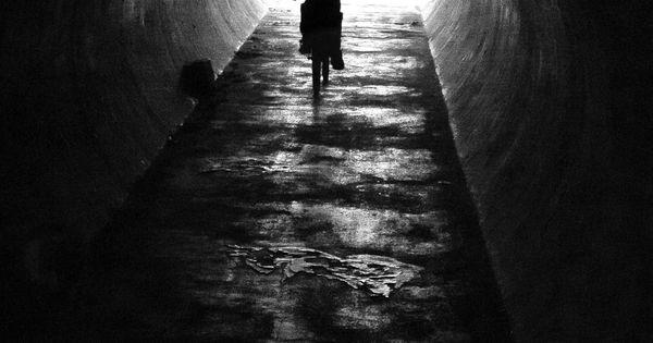 le tunnel de la libert par gilles marre photographie artistique contemporaine noir et. Black Bedroom Furniture Sets. Home Design Ideas