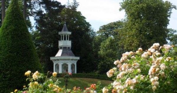 La Roseraie De Bagatelle Dans Le Bois De Boulogne Des Roses Au